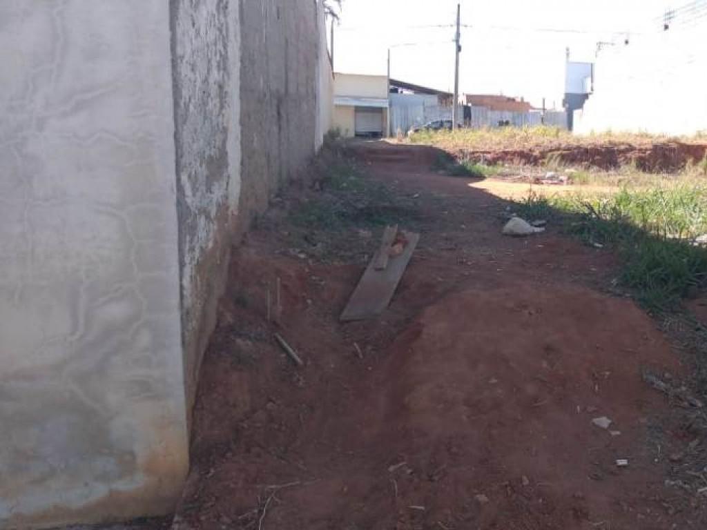 Terreno comercial e residencial